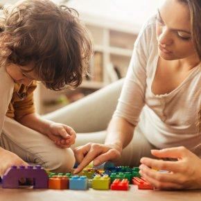 baby-sitting entre parents-magazine FAMILI